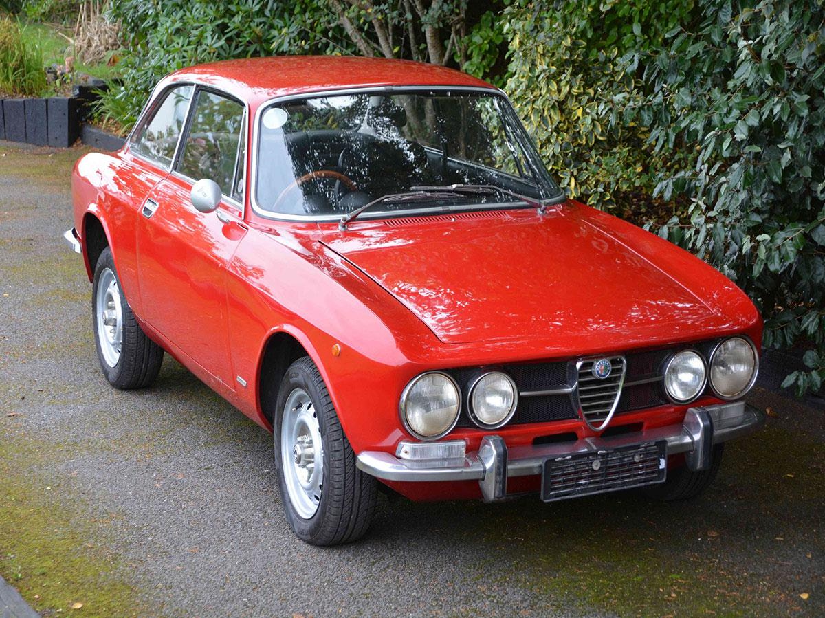1971 ALFA ROMEO 1750 GTV RHD